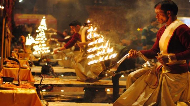 varansi-temple-pooja-in-night